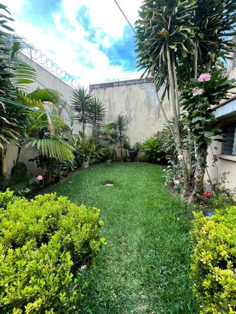 Remax real estate, Guatemala, Guatemala City, VENDO CASA ZONA 10 SOBRE BOULEVARD LOS PRÓCERES EN EXCELENTE PUNTO