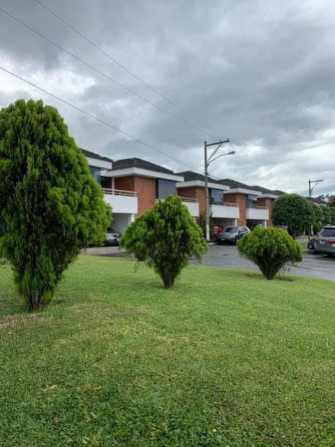 Remax real estate, Guatemala, Guatemala City, ALQUILO CASA ZONA 07 RESIDENCIAL LAS DALIAS DE TRES DORMITORIOS Y DORMITORIO DE SERVICIO